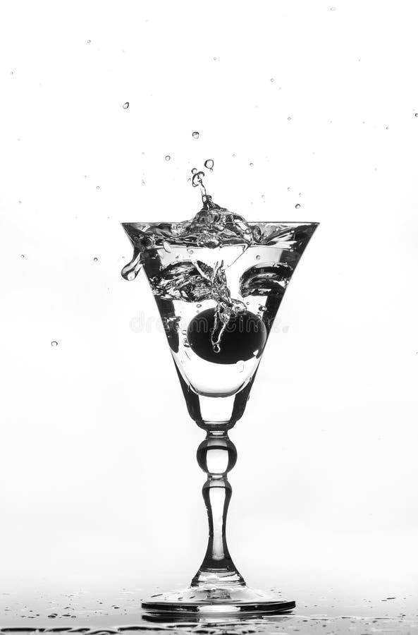 pluśnięcie szklana woda obraz stock