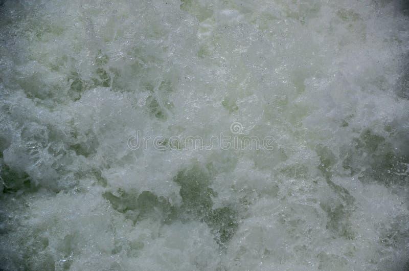 Pluśnięcie woda od Bieżącej rzeki fotografia stock