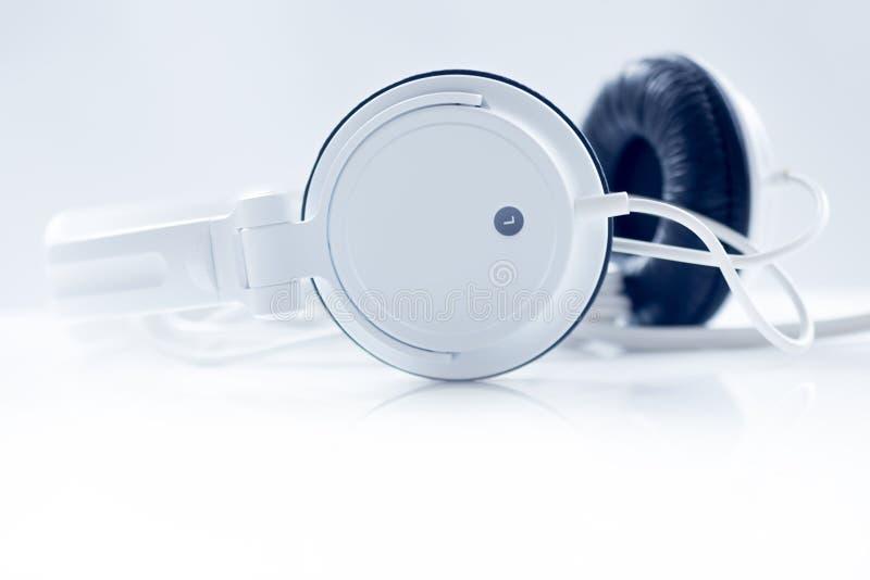 Plugga den ljudsignal kabeln fotografering för bildbyråer