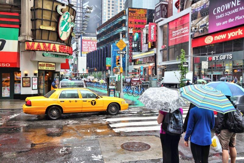 Download Pluie de Times Square photographie éditorial. Image du italien - 77163092