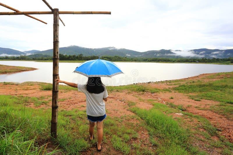 Pluie et parapluie images libres de droits