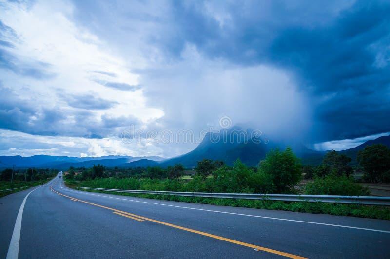 Pluie sur la montagne photos libres de droits