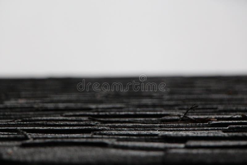 Pluie sur le toit photos libres de droits