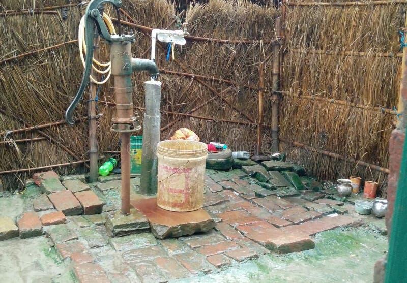 Pluies dans le village image stock