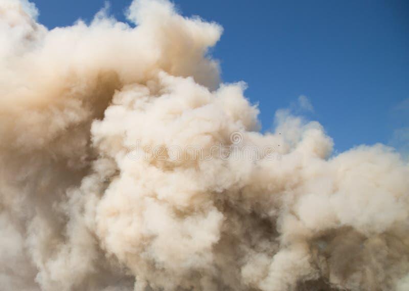 Pluizige Rookwolken van Rook stock afbeeldingen