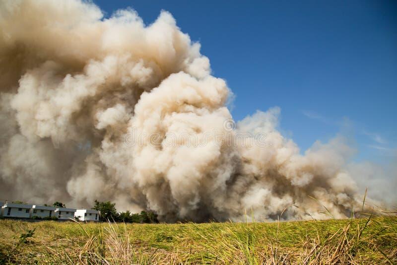 Pluizige Rookwolken van Rook stock foto's