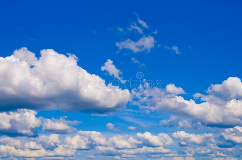 Pluizige Wolken stock fotografie