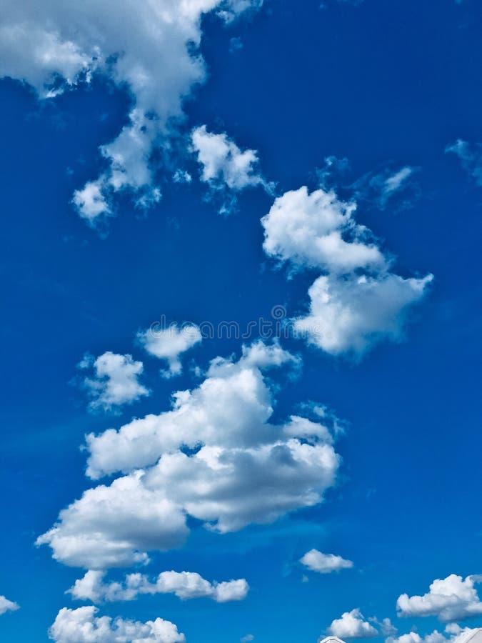 Pluizige wolken royalty-vrije stock afbeeldingen