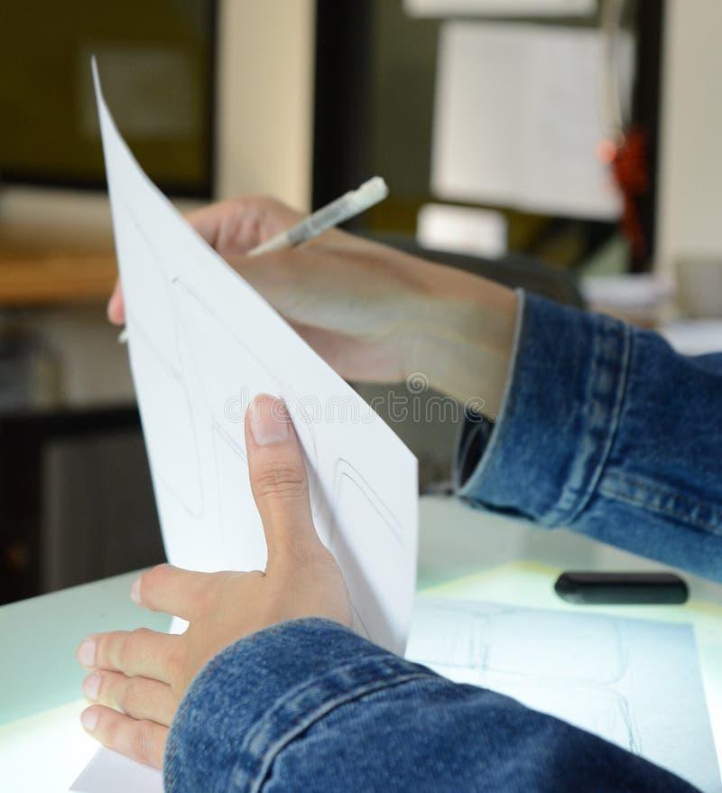 Pluk omhoog te trekken document met de hand royalty-vrije stock afbeelding
