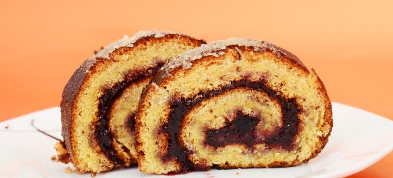 Plum Jam Roll Cake al forno fresca immagini stock libere da diritti