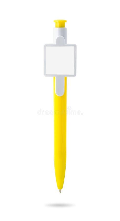 Pluma amarilla y etiqueta aisladas en el fondo blanco Plantilla del bol?grafo para su dise?o Trayectorias de recortes imagenes de archivo