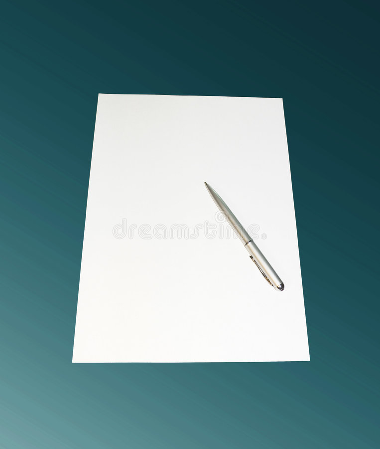 Pluma, hoja de un papel imagen de archivo