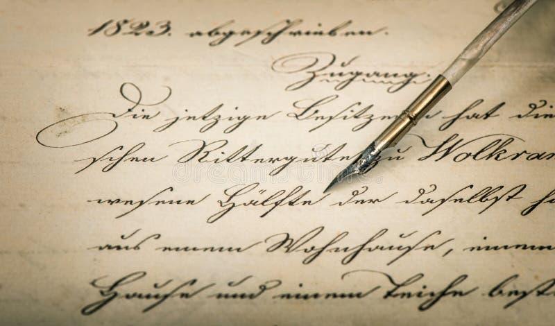 Pluma manuscrita caligráfica del texto y de la tinta del vintage fotos de archivo libres de regalías