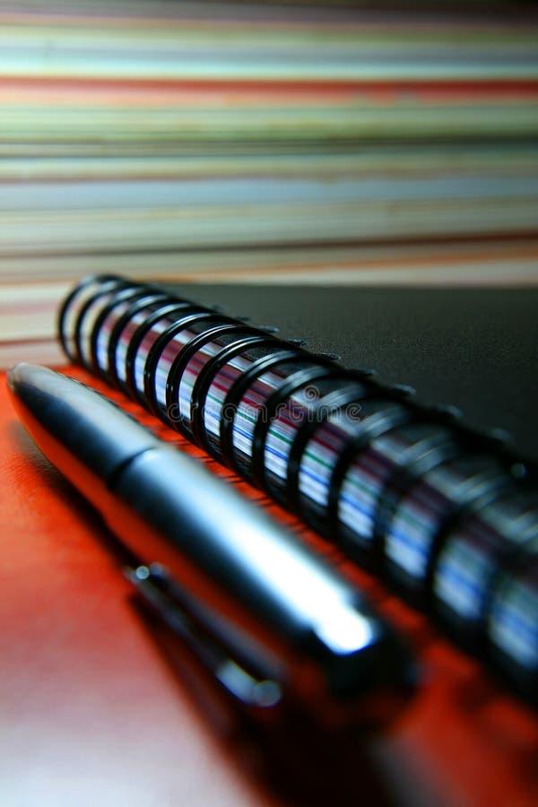 Pluma y cuaderno imagen de archivo