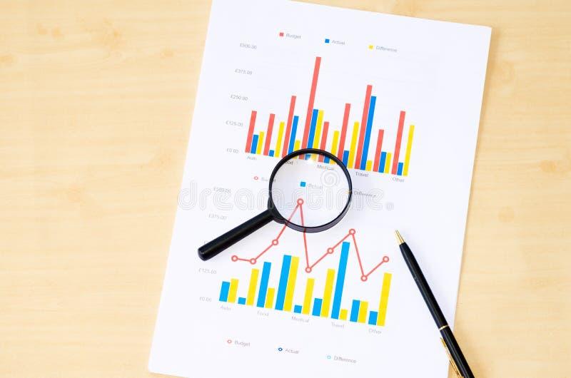 Download Pluma Y Gráfico Que Magnifica Imagen de archivo - Imagen de finanzas, datos: 64207483