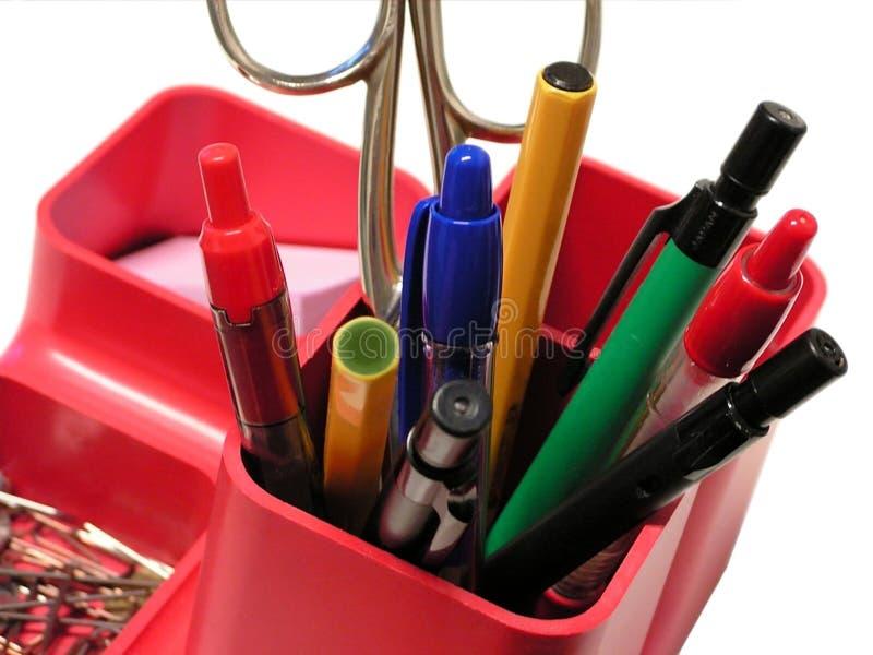 Plumas en sostenedor del lápiz imagen de archivo libre de regalías