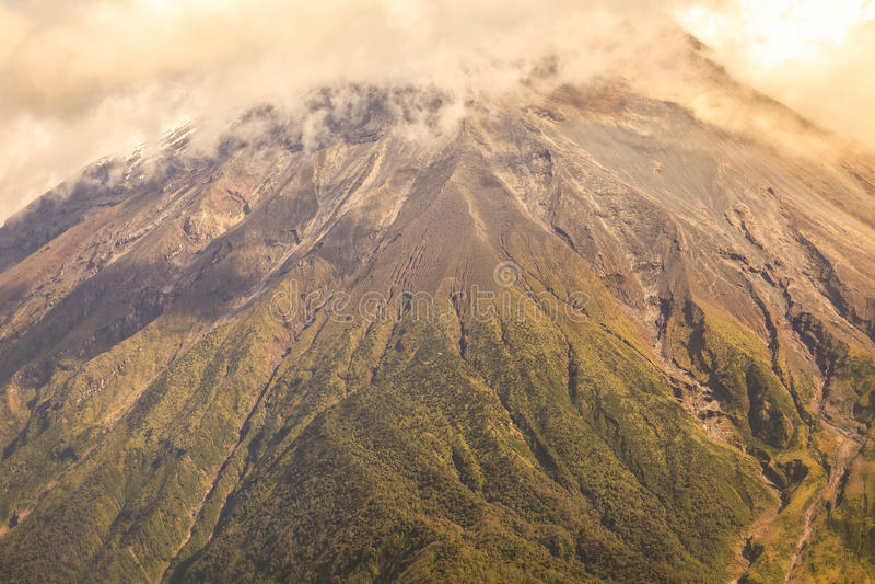 Plume Of Ash And Steam grande del Tungurahua fotografía de archivo libre de regalías
