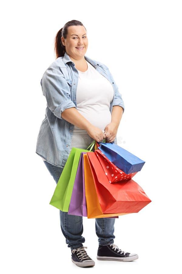 Plus påsar för shopping för ung kvinna för format hållande fotografering för bildbyråer