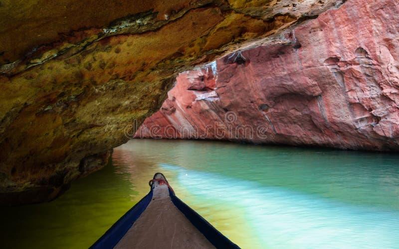 Plus profond dans le canyon étroit