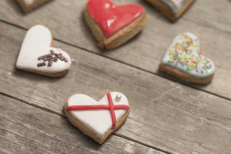 Plusieurs biscuits délicieux avec le glaçage photographie stock libre de droits