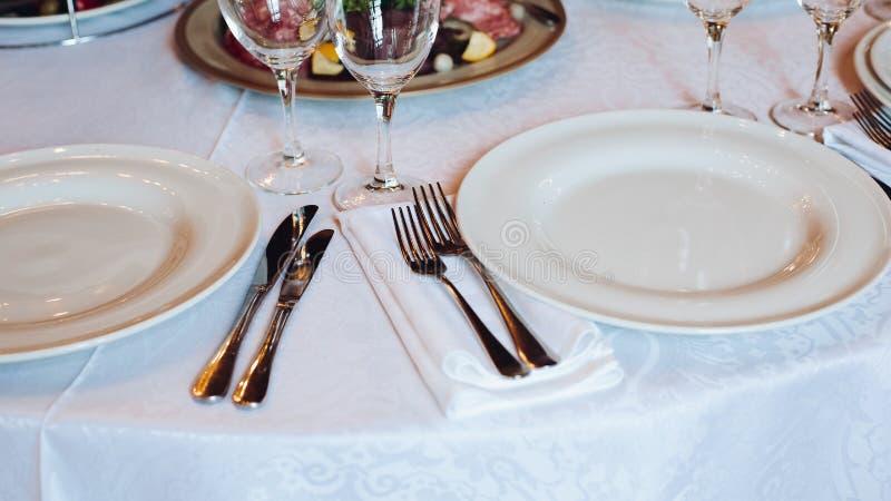 Plusieurs casse-croûte ont servi sur la fête d'anniversaire ou célébration de épouser photo libre de droits