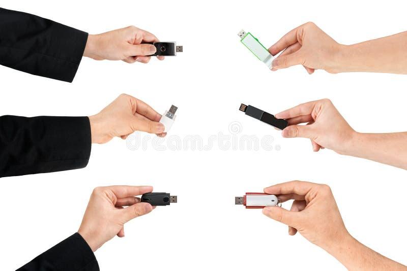 Plusieurs mains saisissant une commande d'instantané d'USB photo libre de droits