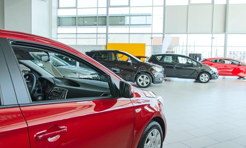 Plusieurs nouvelles voitures photographie stock libre de droits