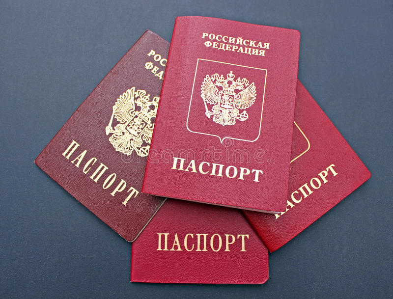 Plusieurs passeports d'un citoyen de la Fédération de Russie photos libres de droits