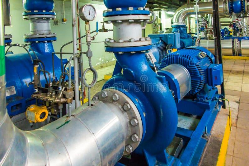 Plusieurs pompes à eau avec de grands moteurs photo stock
