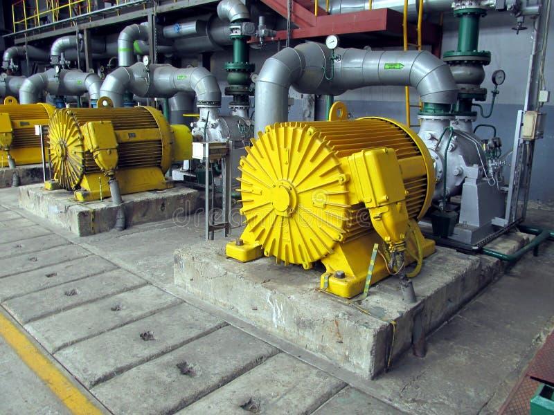 Plusieurs pompes à eau avec les moteurs électriques photographie stock