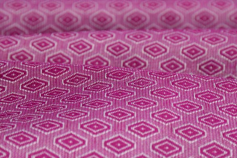 Pluskoczący purpura deseniujący etniczny tkaniny tło obrazy stock