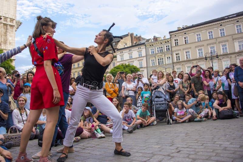 Pluskwy n «brzęczenie, 32nd Uliczny festiwal teatry, Krakow, Polska, Lipiec 2019 zdjęcie royalty free