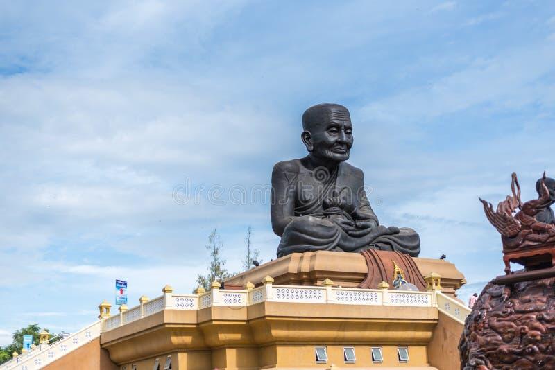 Plutônio Thuat de Luang em Wat Huay Mongkol em Hua Hin imagem de stock