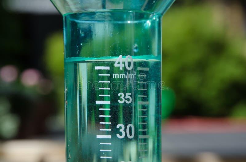 Pluviometro riempito fotografia stock