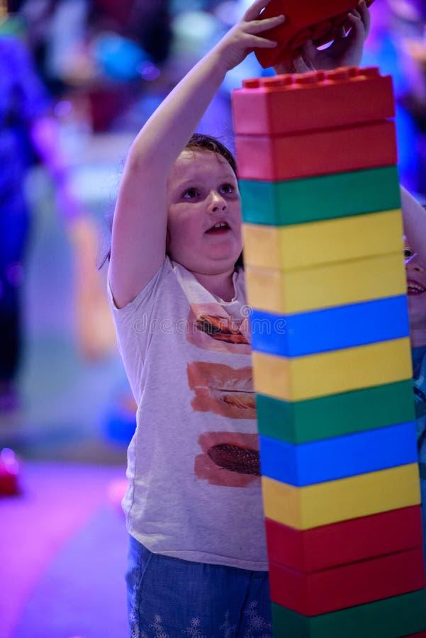 PLYMOUTH MÖTE, PA - APRIL 6: Storslagen öppning av den Legoland upptäcktmitten Philadelphia, PA på April 6, 2017 royaltyfri foto