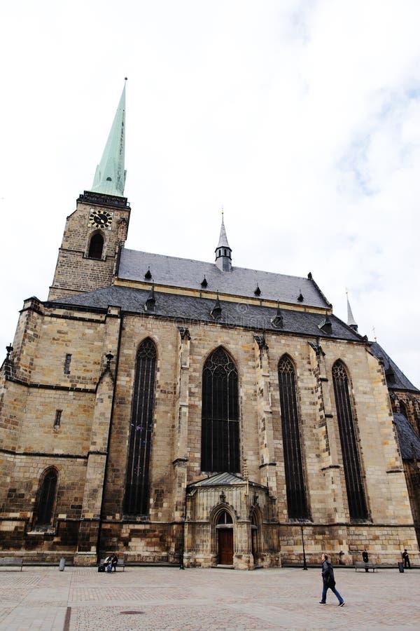 PLZEN, ЧЕХИЯ - 5-ОЕ ИЮНЯ: Собор St Bartholomew на квадрате республики стоковые изображения rf