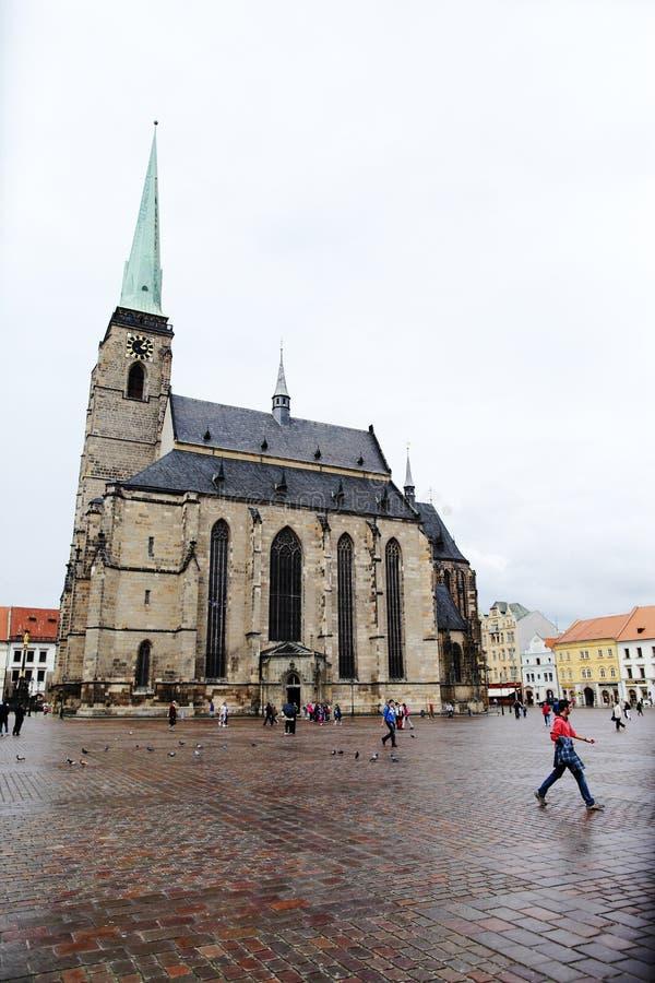 PLZEN, REPÚBLICA CHECA - 5 DE JUNIO: Catedral de St Bartholomew en el cuadrado de la república foto de archivo libre de regalías