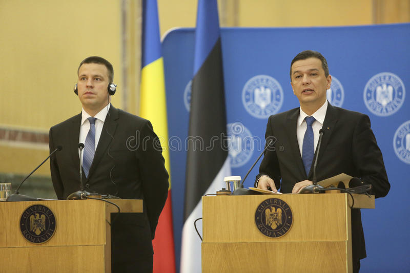 PM Sorin Grindeanu - PM Juri Ratas 库存照片