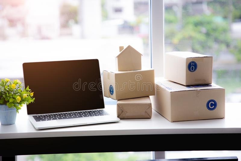 PME, accesery pour des achats de vendeur en ligne et modèle à la maison images stock