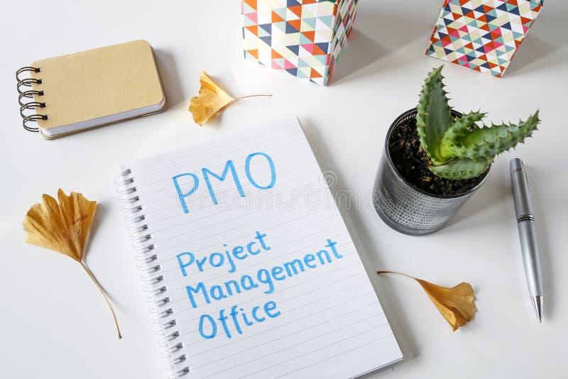 PMO在笔记本写的项目管理办公室 图库摄影