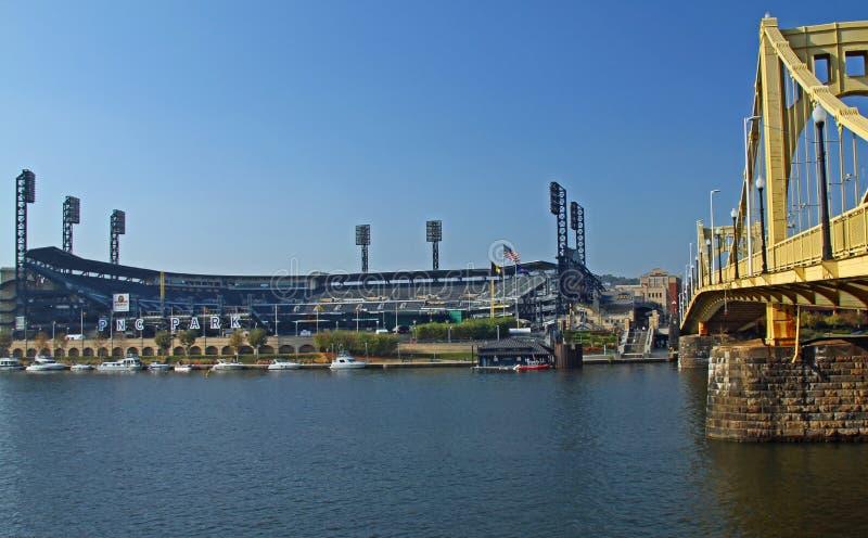 PNC Baseball Park i Pittsburgh, PA fotografering för bildbyråer