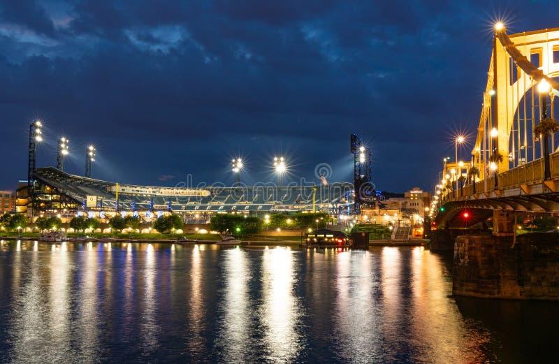 PNC-Park Pittsburgh, Pennsylvania nachts lizenzfreies stockfoto