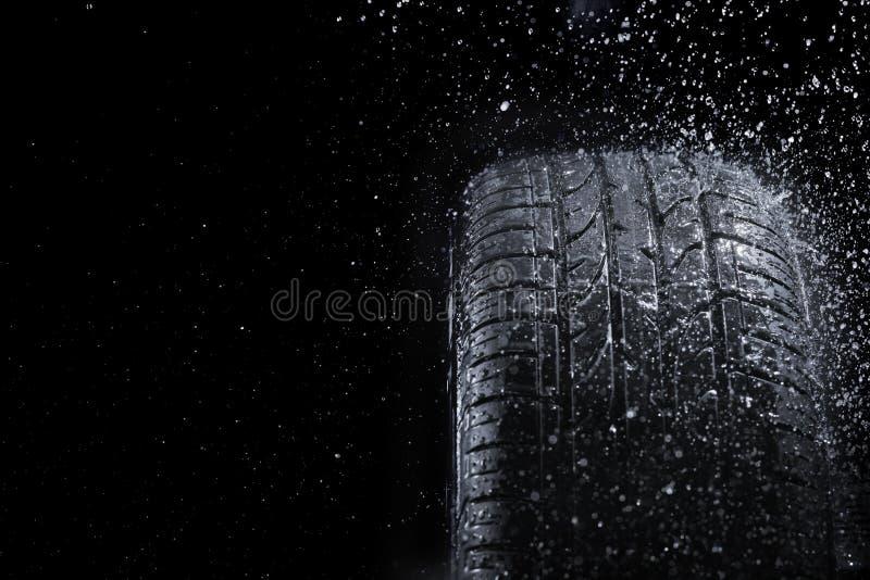 Pneu de pluie images libres de droits