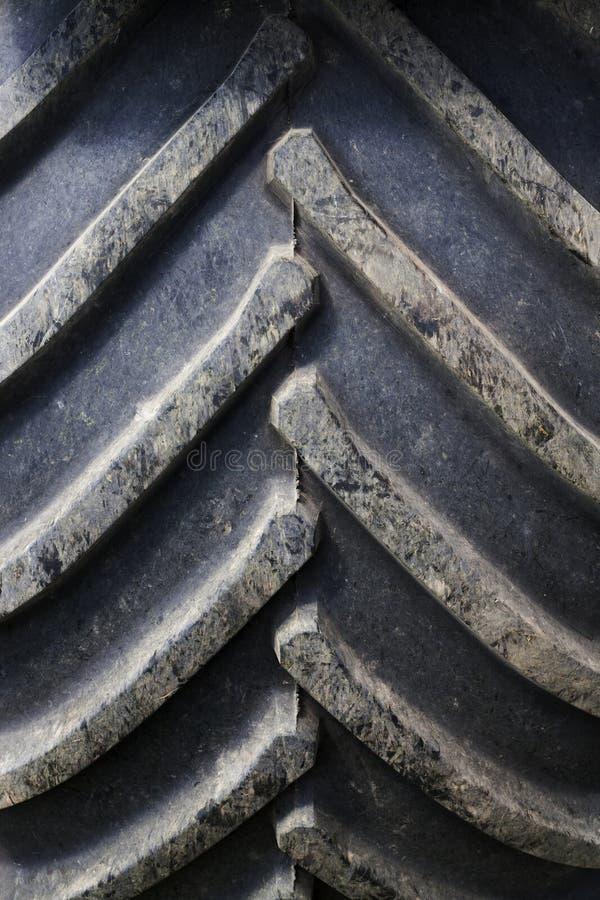 pneu velho do trator do protetor fotos de stock royalty free