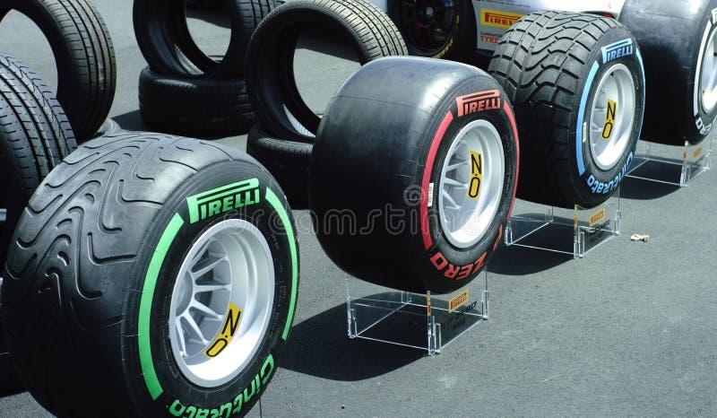Pneumáticos da raça de Pirelli F1 fotografia de stock royalty free