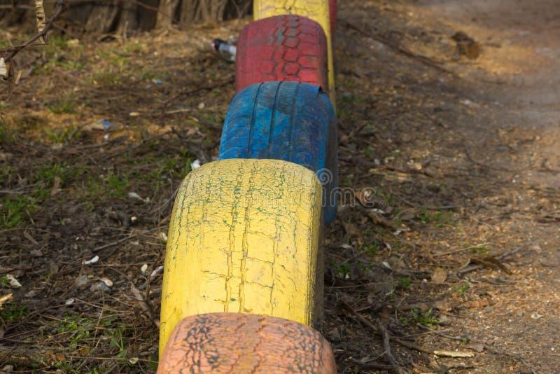 Pneus coloridos como uma decoração fotografia de stock royalty free
