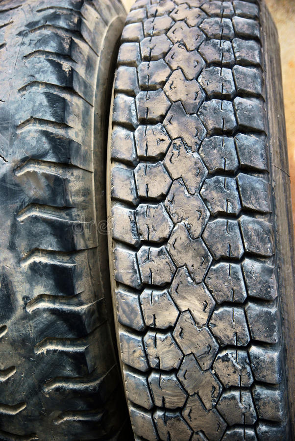 Download Pneus pretos imagem de stock. Imagem de pneu, passo, heap - 16862541