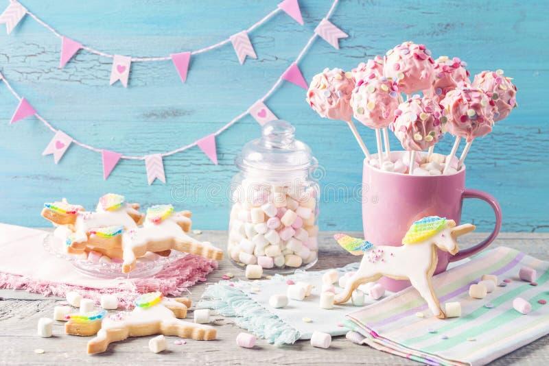 PNF cor-de-rosa do bolo fotos de stock