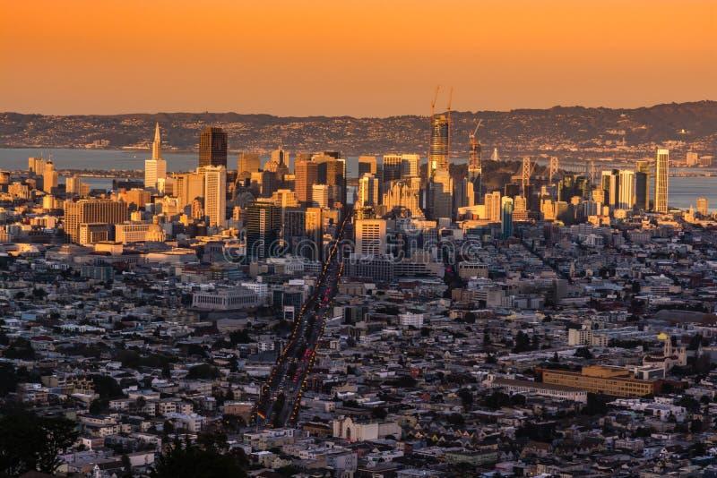 Pnoramic Ansicht des Sonnenuntergangs von San Francisco-Stadt stockbilder