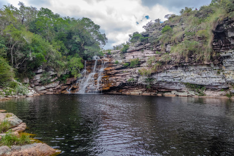 Poço do Diabo Waterfall in Mucugezinho-Rivier - Chapada Diamantina, Bahia, Brazilië stock afbeelding